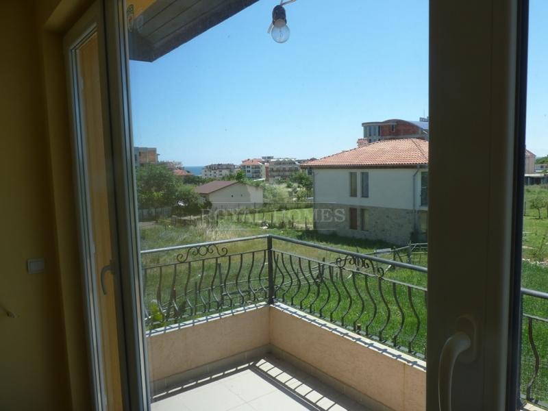 Дом в  поселке Равда недалеко от моря.
