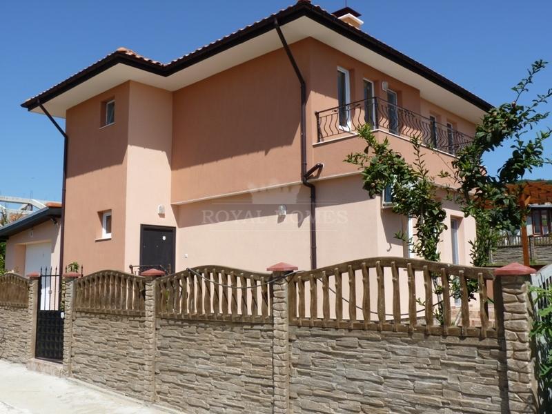 Двухэтажный частный дом в Болгарии на море в район