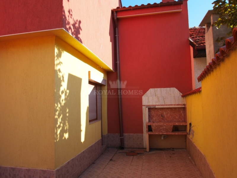 Частный дом в Болгарии на первой линии с видом на