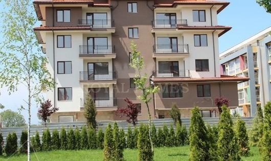 Квартиры в комплексе Мелса около моря с небольшой
