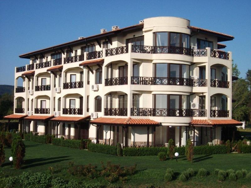 Где лучше купить недвижимость: в Болгарии или в Крыму?