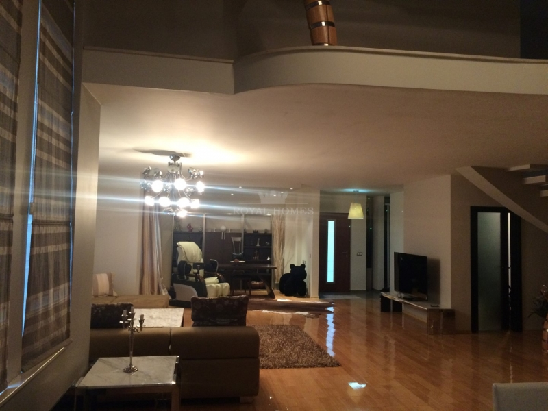 Дом в элитном комплексе класса люкс.