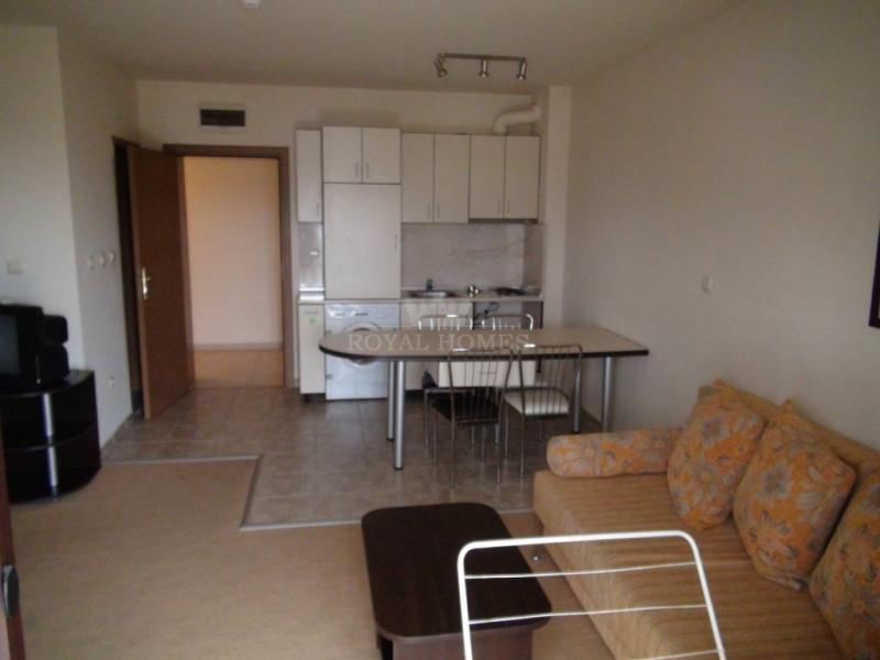 Дешевая двухкомнатная квартира с видом на море.