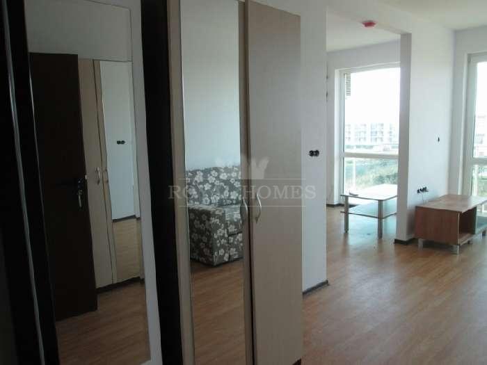 Меблированная двухкомнатная квартира в Болгарии.