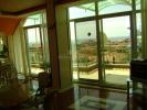Меблированная трехкомнатная квартира с панорамным