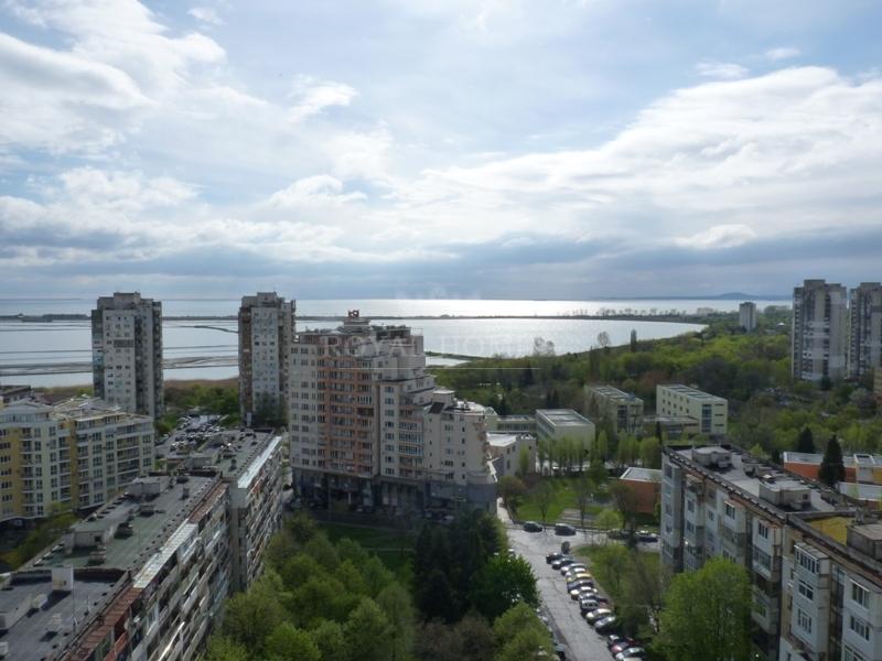 Вторичная недвижимость с панорамным видом на море.