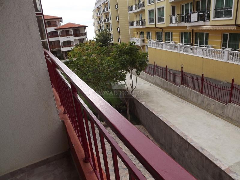 Двухкомнатная квартира в элитном комплексе на бере