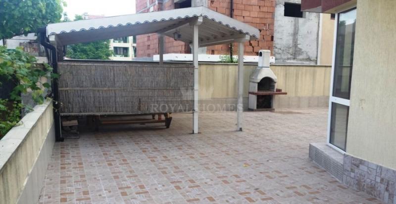 Трехкомнатная квартира на продажу в Сарафово с час
