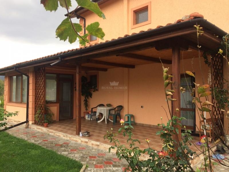 Трехэтажный частный дом в Болгарии.