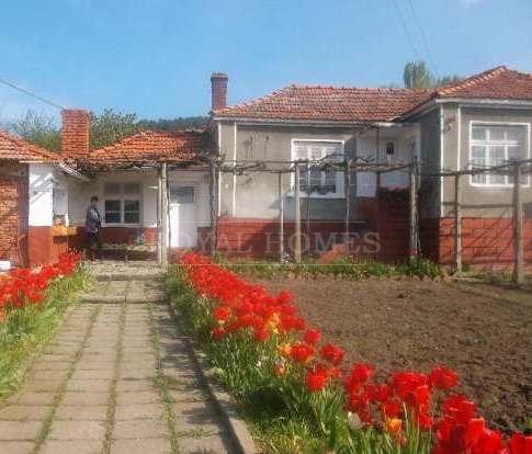 Одноэтажный дом с участком около Бургаса.