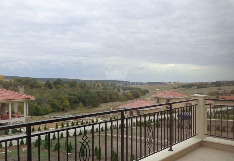 Новый двухэтажный дом на продажу в Болгарии.