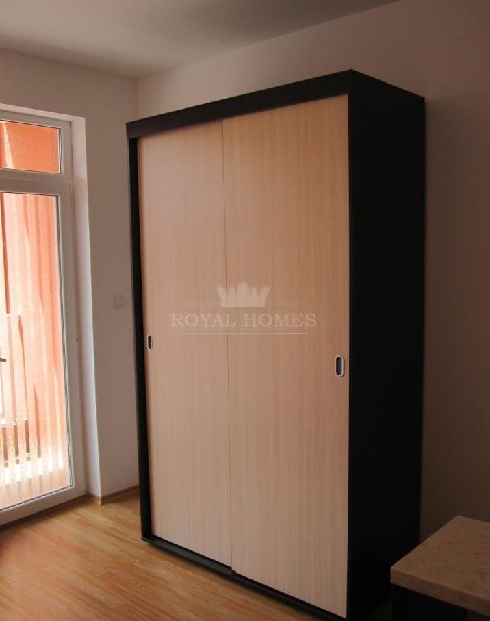 Дешевая меблированная студия на продажу в Болгарии