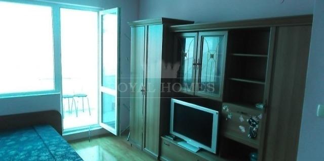 Двухкомнатная квартира с отдельной кухней в Бургас