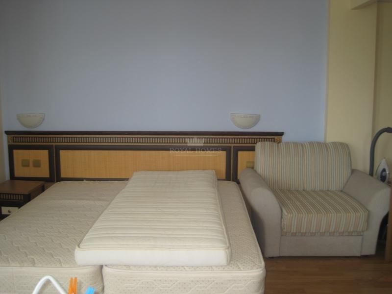 Квартира на первой линии в Елените.
