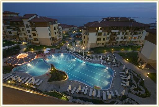 Просторная квартира в Болгарии,  комплекс Райский