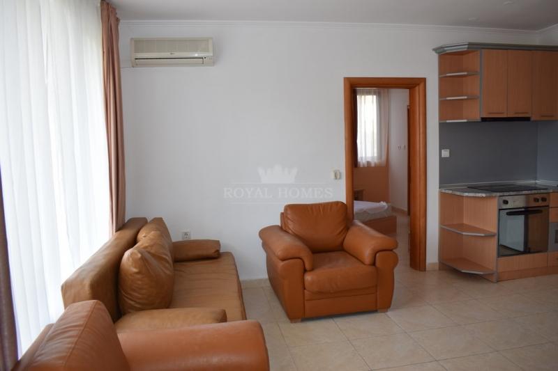 Квартира в метрах от яхт пристани Марина Диневи