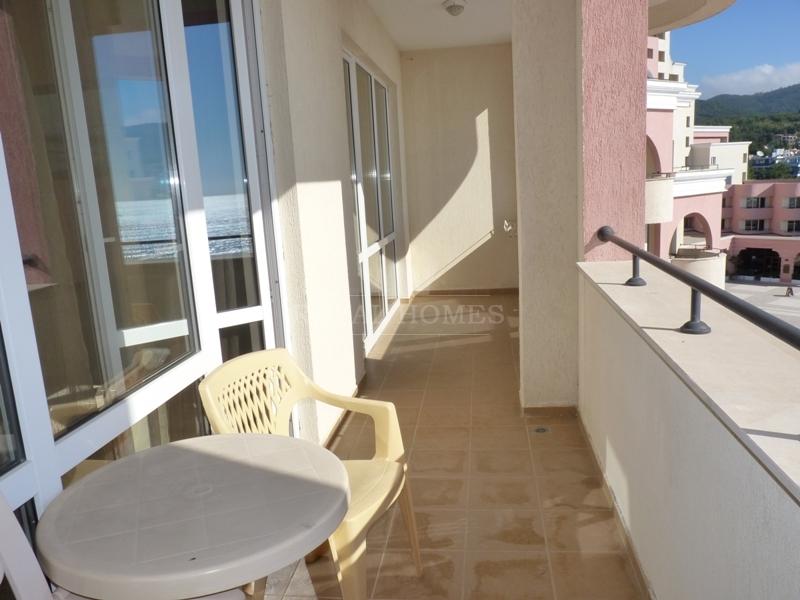 Квартира на Солнечном берегу с фронтальным видом н