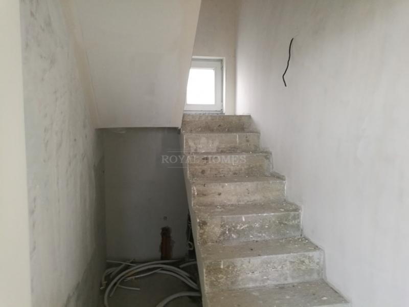 Масивный дом в Болгарии с участком на берегу моря.