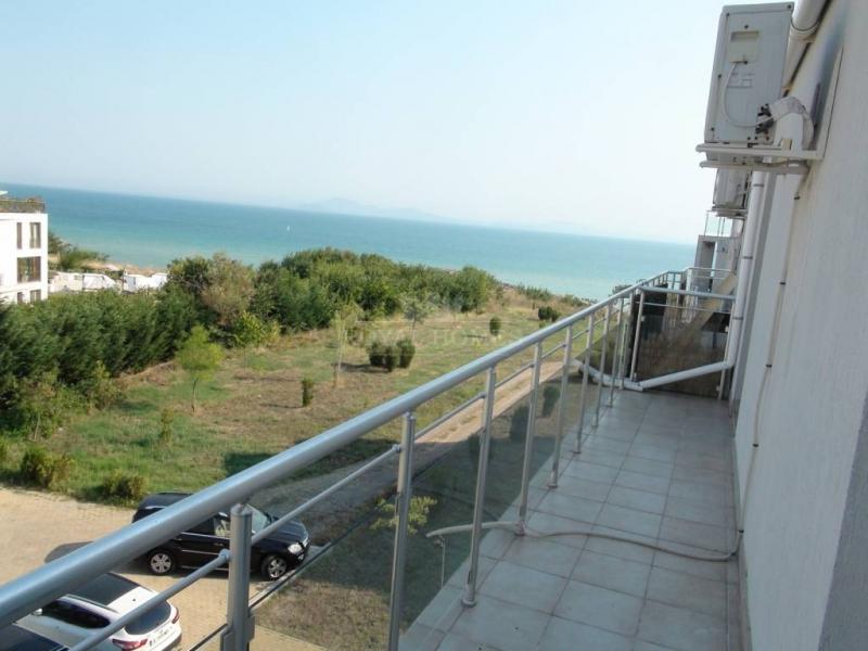 Трехкомнатная квартира с видом на море в Бургас, С