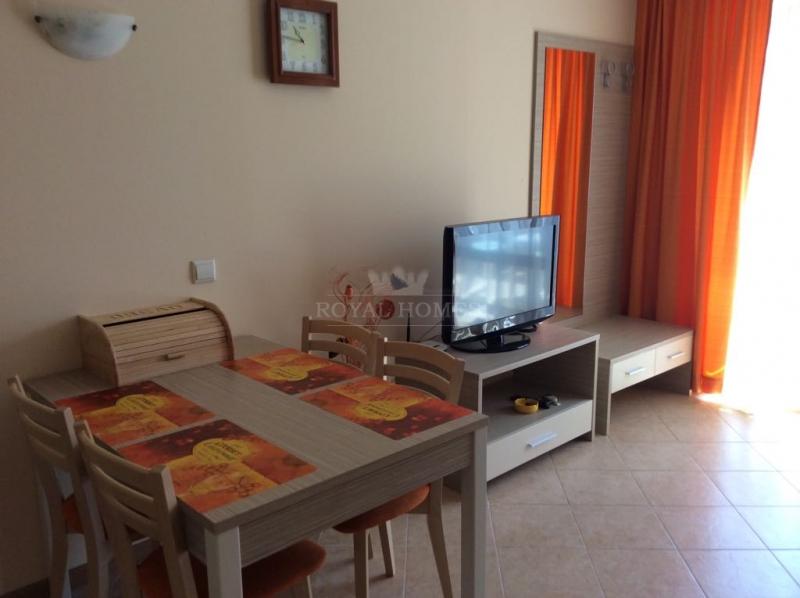 Купить трехкомнатную квартиру на Солнечном Берегу