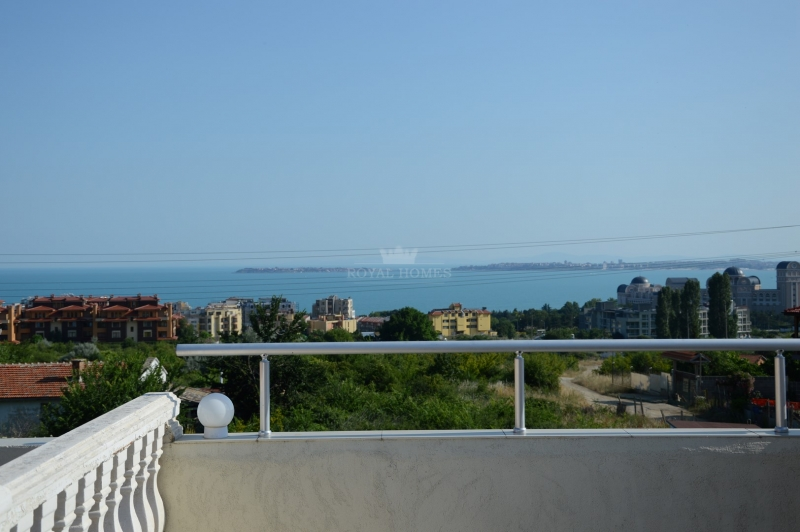Купить уютный и просторный дом в Болгарии с бассей