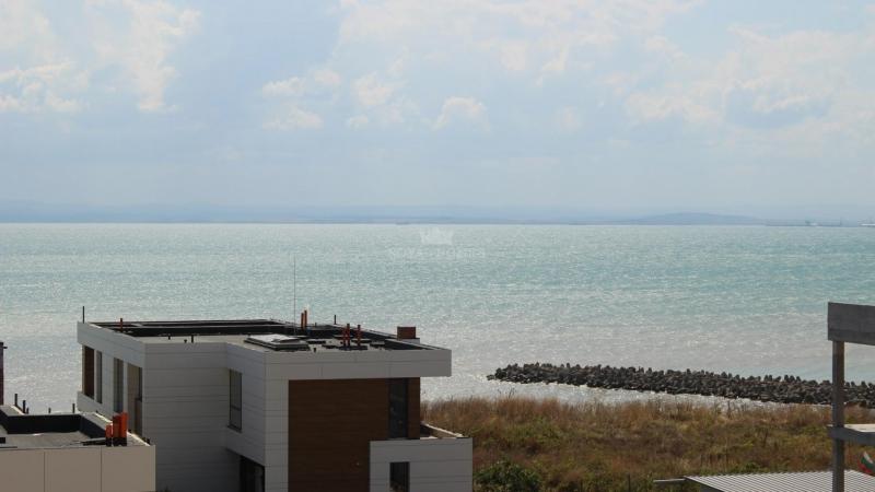 Двухуровневая квартира в Сарафово с видом на море.
