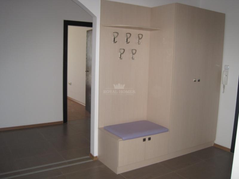Трехспальная квартира в Елените на первой линии.
