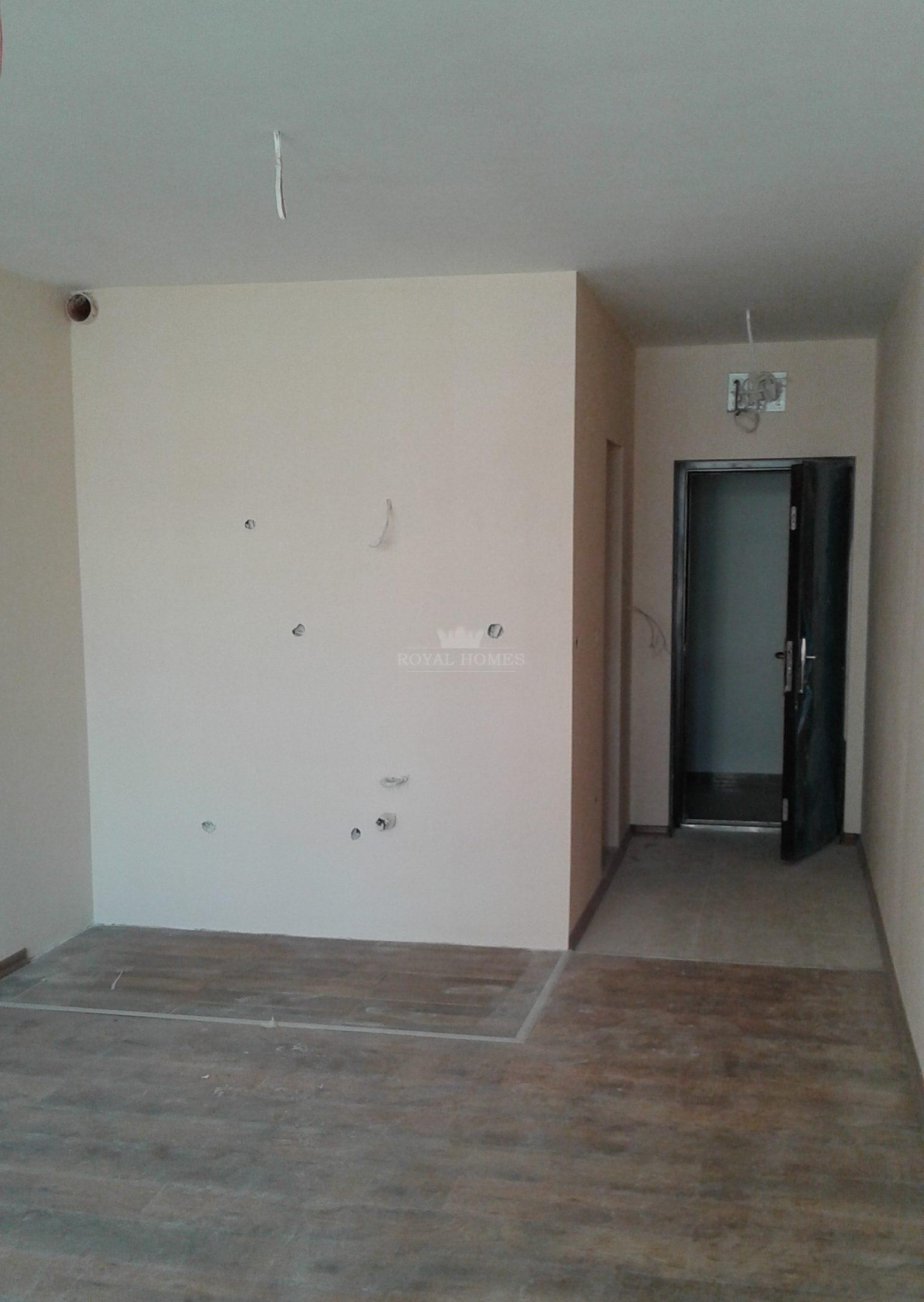 Большая студия в самом центре Поморие недорого.