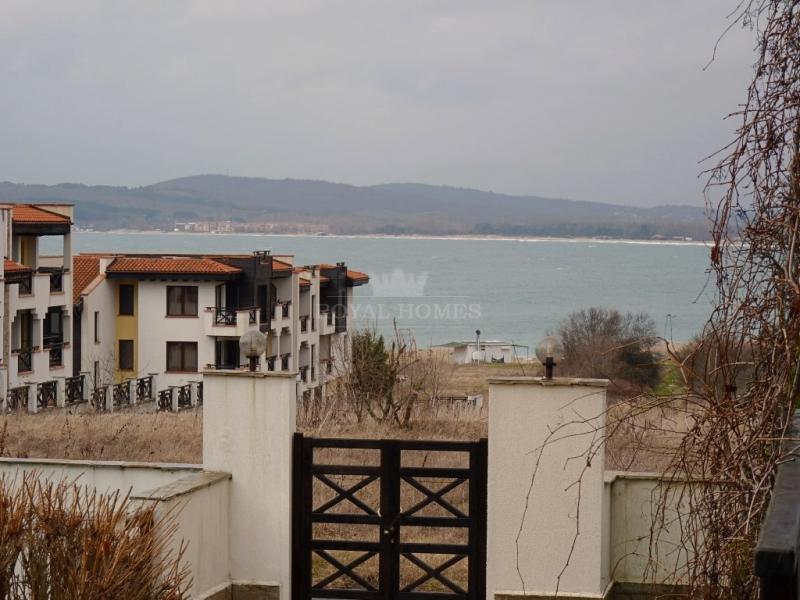 Вторичная недвижимость на первой линии моря в горо