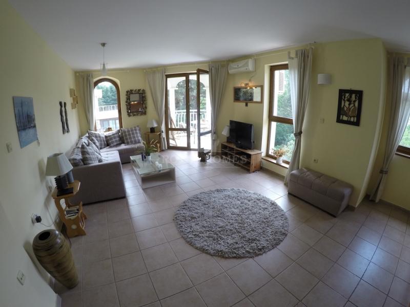 Большая трехкомнатная квартира на Солнечном Берегу