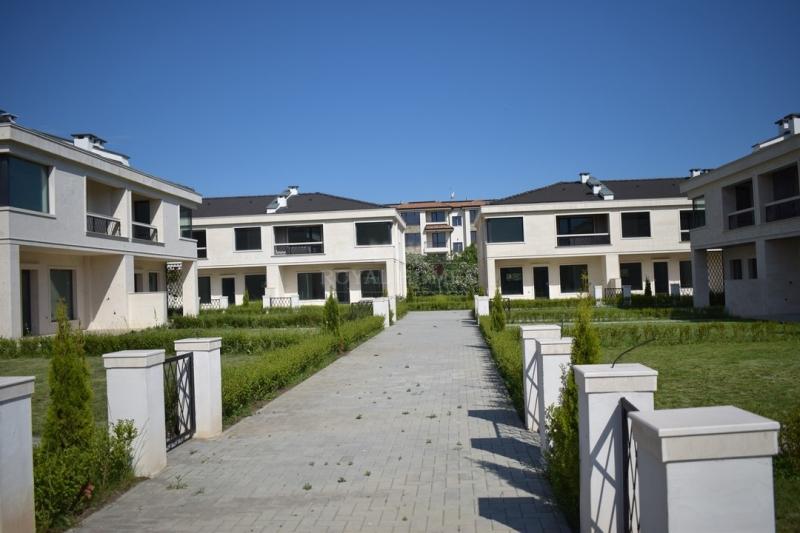 Коттеджный поселок в Болгарии.