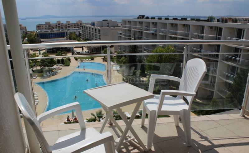 Двухкомнатная квартира с видом на море в комплексе