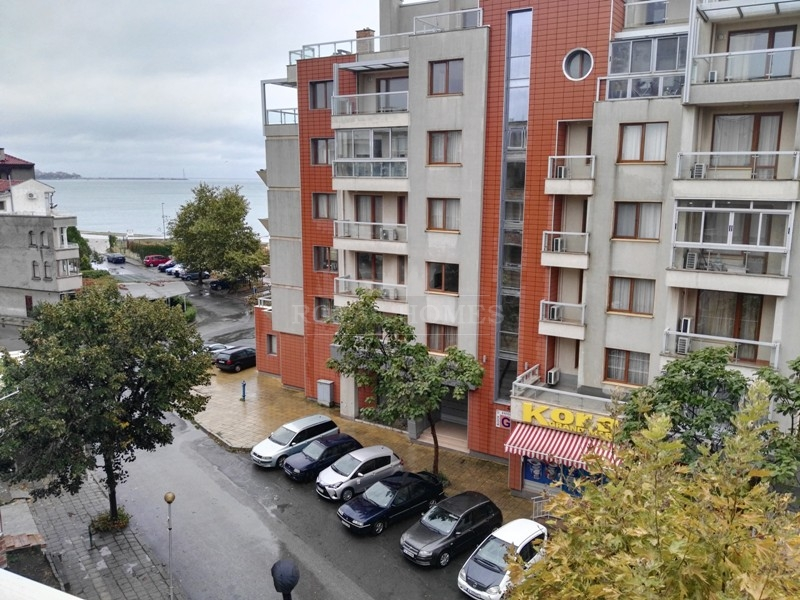 Квартира в Поморие с видом на море в новом городе.
