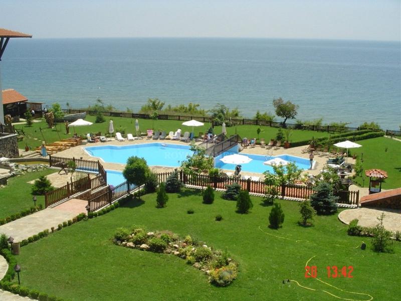 Большая четырехкомнатная квартира в Болгарии с дво