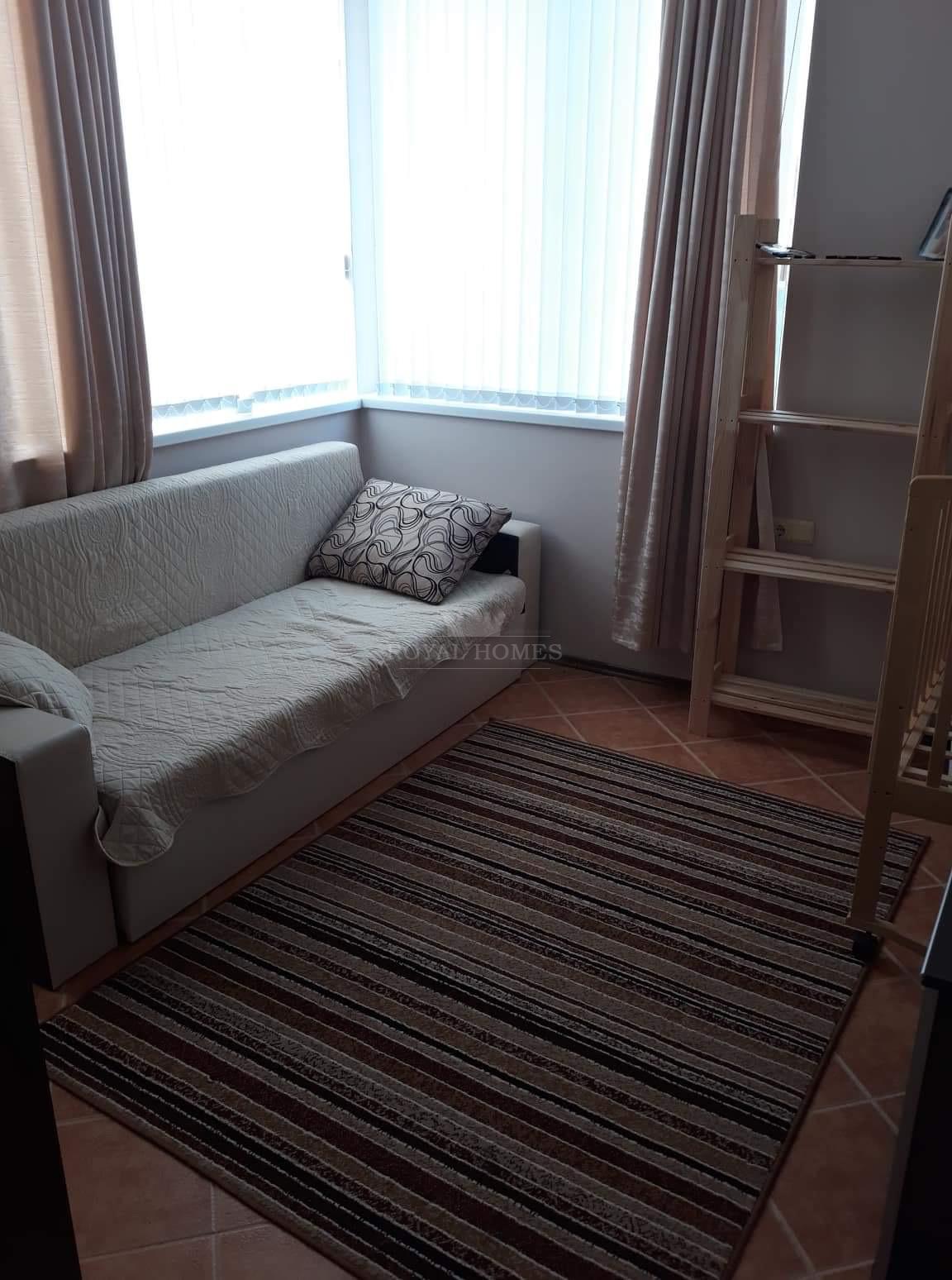 Продажа недорогой трехкомнатной  квартиры на Солне