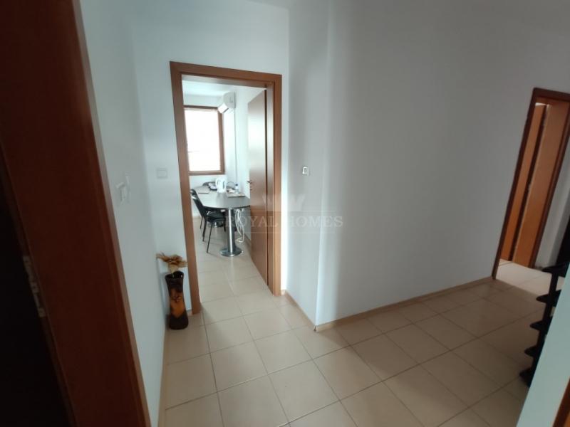 Недорогая трехкомнатаня квартира в Поморие рядом с