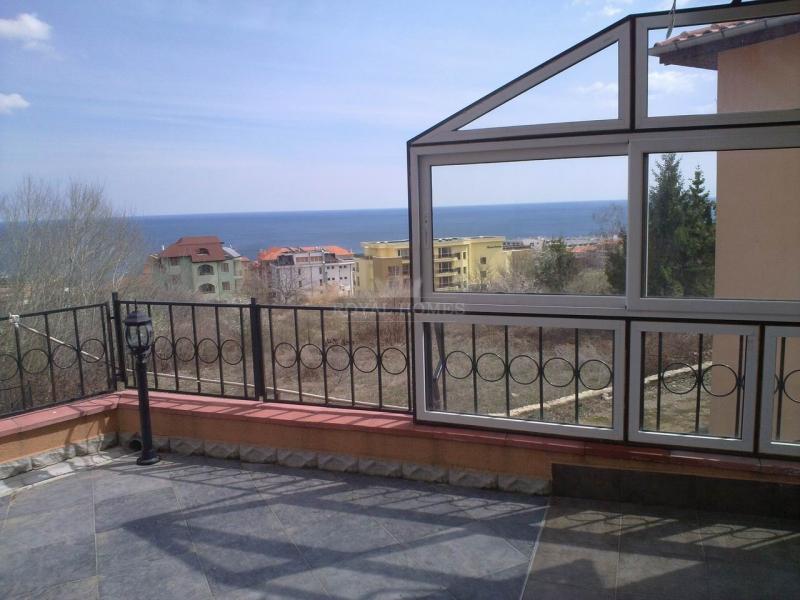 Квартиры с видом на море в городе Бяла.