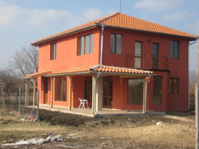 Сельский дом в Болгарии у моря.