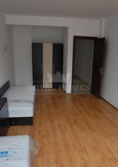 Трехкомнатная квартира в Бургасе в центре города.