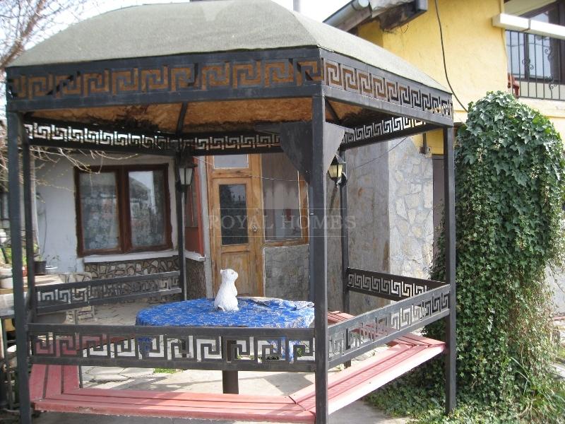 Куплю маленький домик в болгарии для пенсионерки дешево