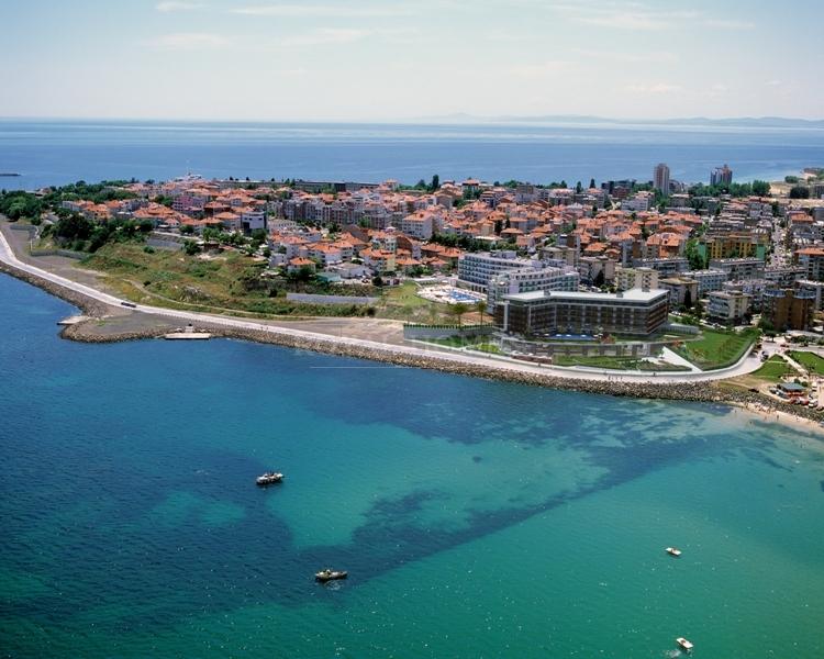 Квартиры в Болгарии в Несебр на первой линии моря.