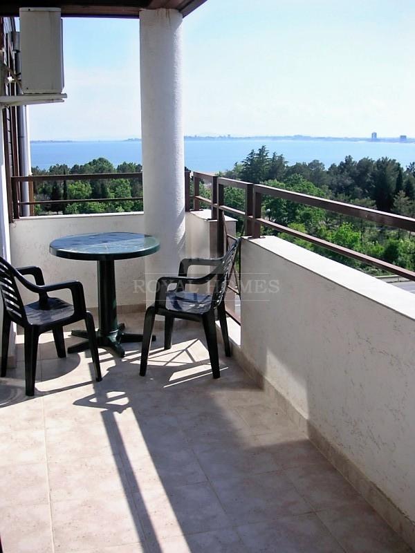 Дешовая двукомнатная квартира с видом на море в Св