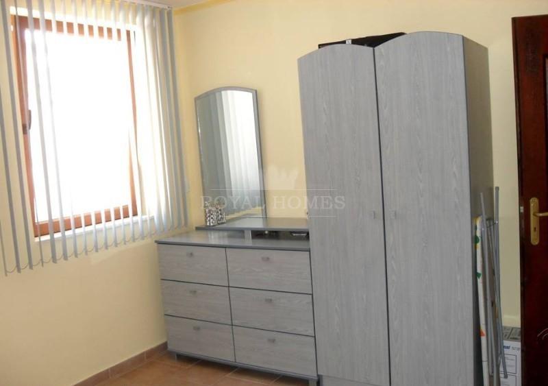 Недорогая трехкомнатная квартира в Святом Власе.