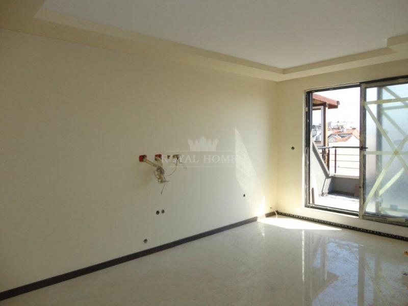 Большая квартира в новом жилом здании в центрально