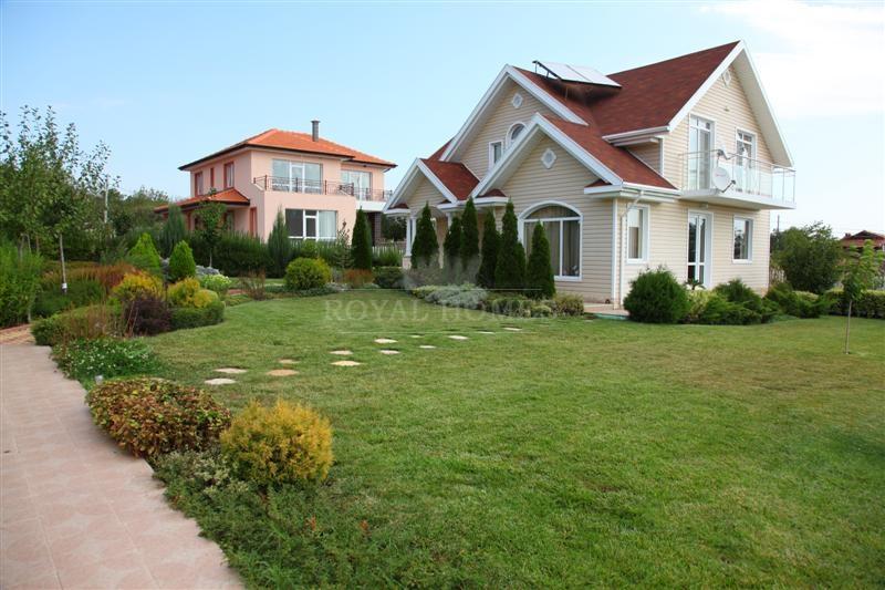 Элитный новый дом в Болгарии с участком на берегу