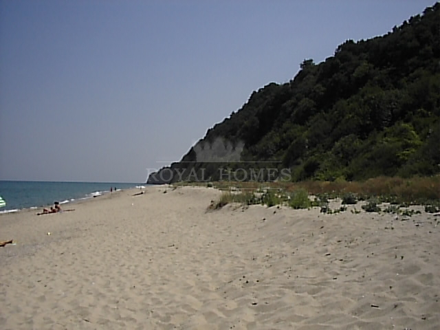 Отдельно стоящий дом в Болгарии на берегу моря с б