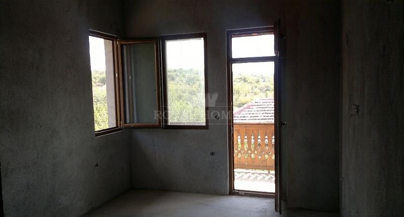 Дом в Болгарии в живописной деревне на 9 км. от Ма