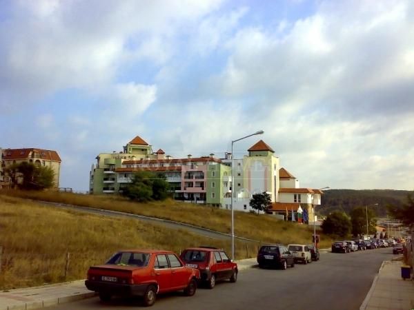 Квартиры у моря в поселке Синеморец.